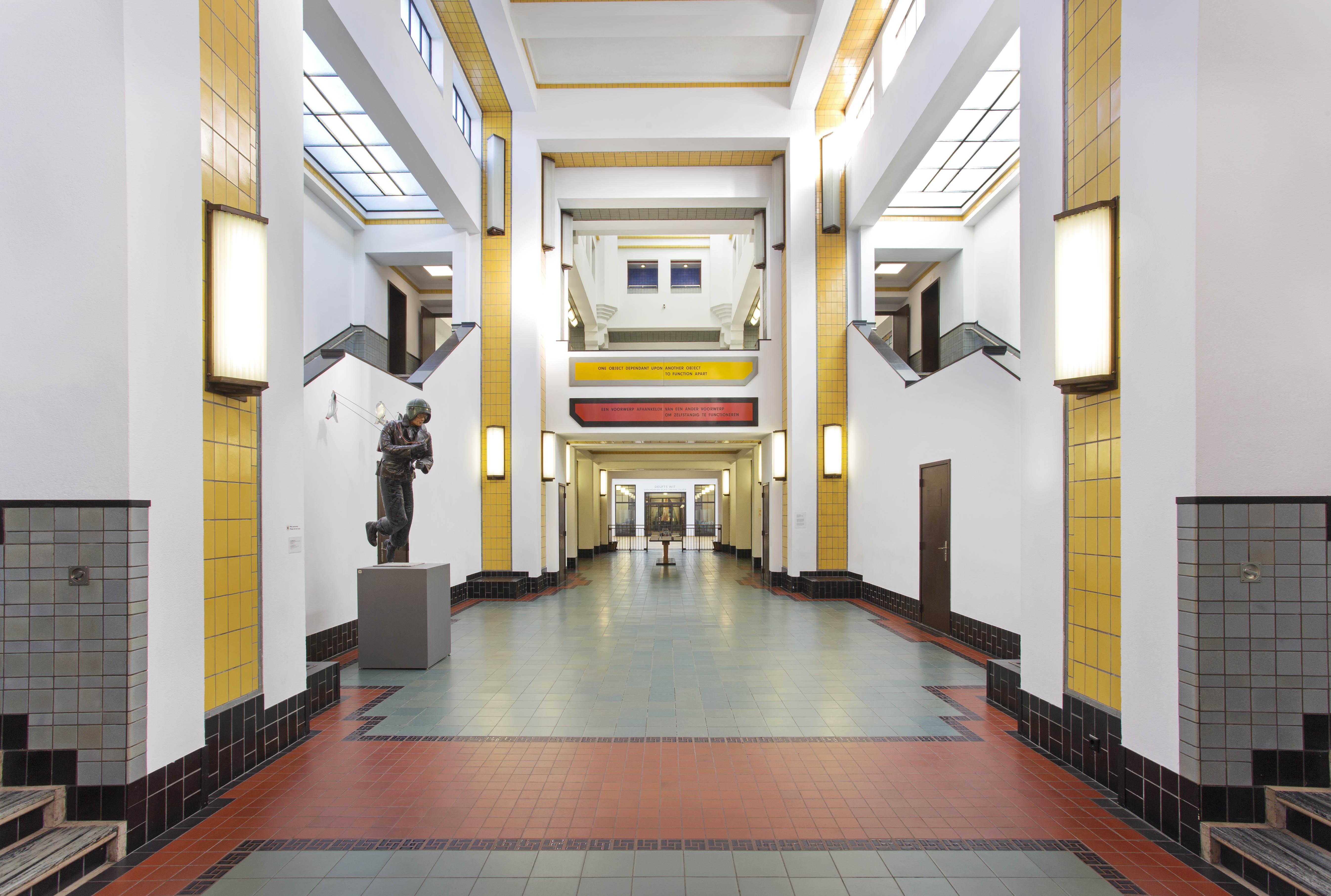 Tegels Den Haag : Gebouw gemeentemuseum den haag