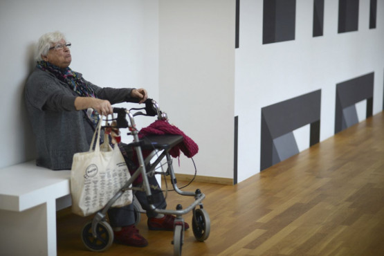 Visitor during City to the Museum in the 'Mondriaan & De Stijl' wing. © Barbara Lockefeer.