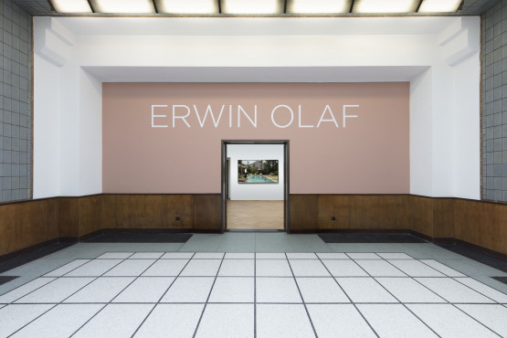 Exhibition rooms and erezaal during the exhibition 'Erwin Olaf'.