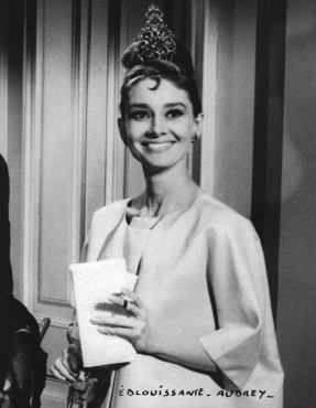 Audrey Hepburn gekleed in ensemble ontworpen door Hubert de Givenchy, in 'Breakfast at Tiffany's' (1961), Foto: Mondadori Portfolio; courtesy Hubert de Givenchy