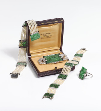 Steltman, Two bracelets, brooch and ring, white gold with jade, pearls and enamel, 1930s