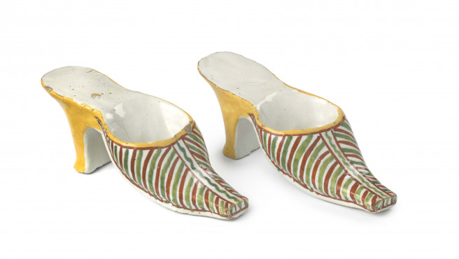 Pair of slippers, Delft, 1750-1800, tin-glazed earthenware, width 17.5 cm, Kunstmuseum Den Haag – The Lavino Collection