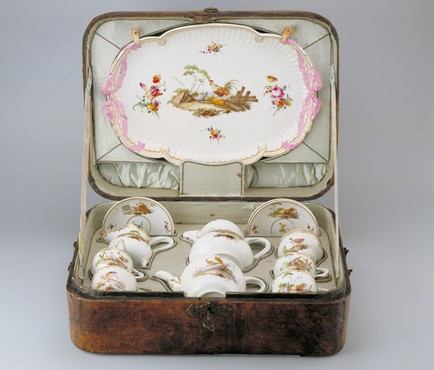 Travel service  Ansbach, decorated in The Hague, 1776-1790 Porcelain, width 43.3 cm Kunstmuseum Den Haag
