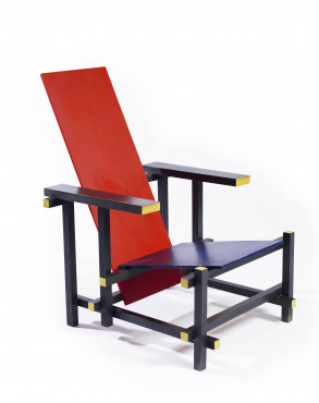 Gerrit Rietveld, Red and Blue Chair, ca. 1918, beech wood and plywood, 87,5 x 60 x 76 cm, Kunstmuseum Den Haag.