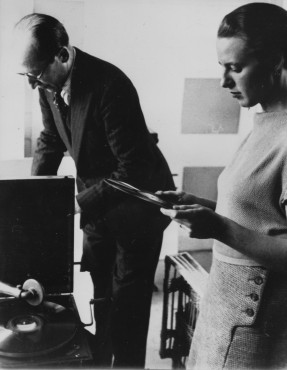 Eugene Lux, Piet Mondrian and Gwen Lux in Mondrian's studio, Paris, May 1934. Collection RKD – Netherlands Institute for Art History.