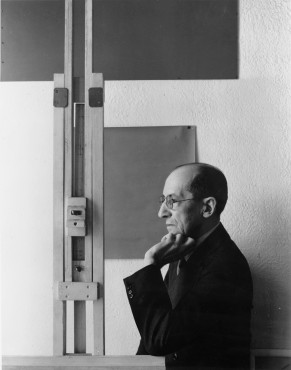 Arnold Newman, Piet Mondrian in his studio, New York, 1942. Collection RKD – Netherlands Institute for Art History.