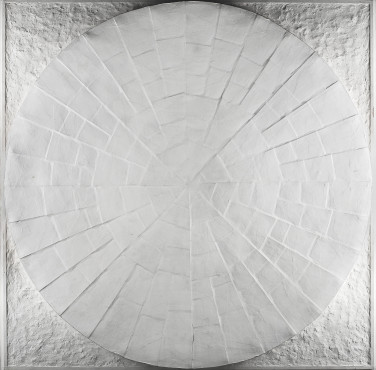 Jan Schoonhoven (1914-1994) Circle dish relief, 1966 Paper, gypsum, and paint Kunstmuseum Den Haag