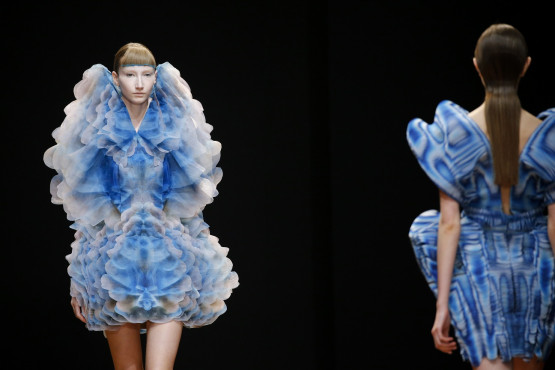 Iris van Herpen, collection Shift Souls, 2019  ʻCOSMICA' MICRO DRESS Vaporous coloured clouds by Kim Keever are printed on translucent organza, layered into a voluminous multi-dimensional print whose unfinished contours blur the body. Courtesey Iris van Herpen, Photo: Gio Staiano for NOW FASHION