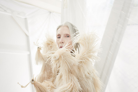 Iris van Herpen, Wilderness Embodied, haute couture collectie winter 2013. Petrovsky & Ramone (foto), Maarten Spruyt (art direction) voor Gemeentemuseum Den Haag. Courtesy Iris van Herpen